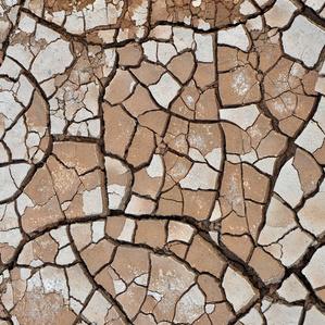 terre déssechée par le manque d'eau