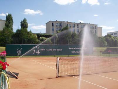 photo arrosage terrain de tennis par turbine Falcon 6500 HS