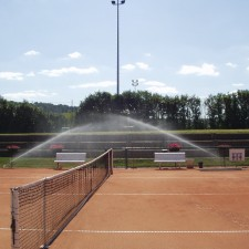 photo arrosage terrain de tennis par turbine Falcon 6500 HS