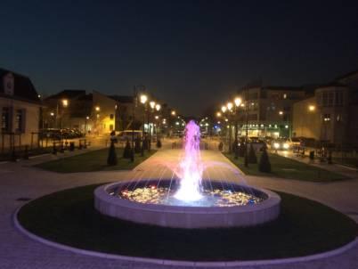 Fontaine circulaire mairie d'athis mons de nuit vue 2