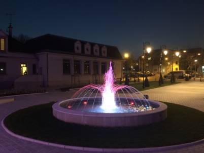 Fontaine circulaire mairie d'athis mons de nuit