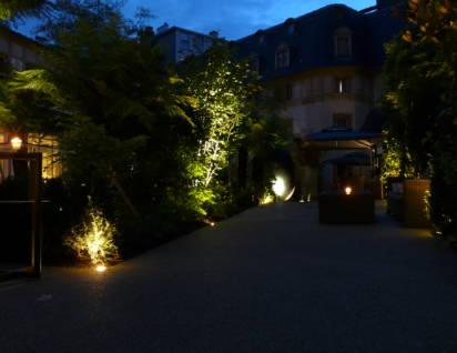 hôtel renaissance éclairage des allées du jardin